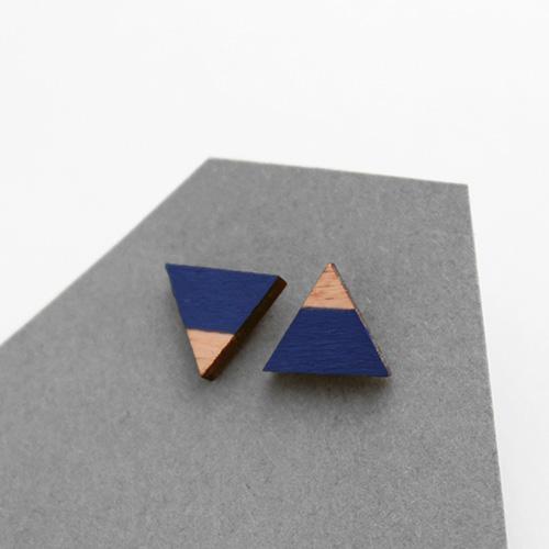 fa háromszög geometrikus ékszer